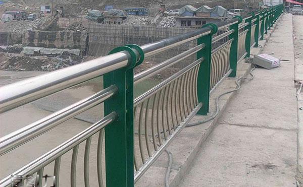 不锈钢桥梁围网案例