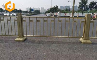黄金护栏网